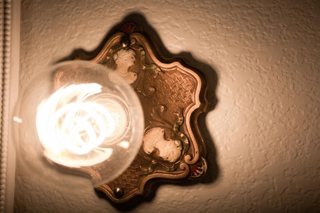 antique lighting at the dove inn
